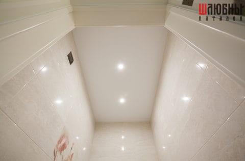 Матовый потолок в санузле в Гомеле фото