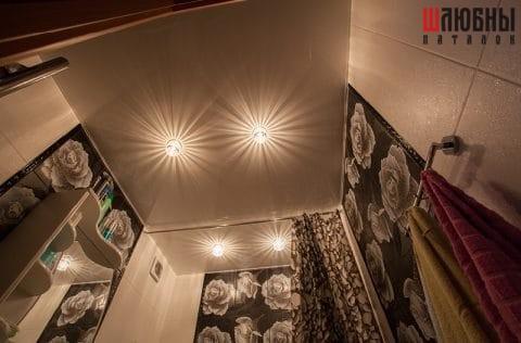 Одноуровневый потолок в санузел в Гомеле фото 1